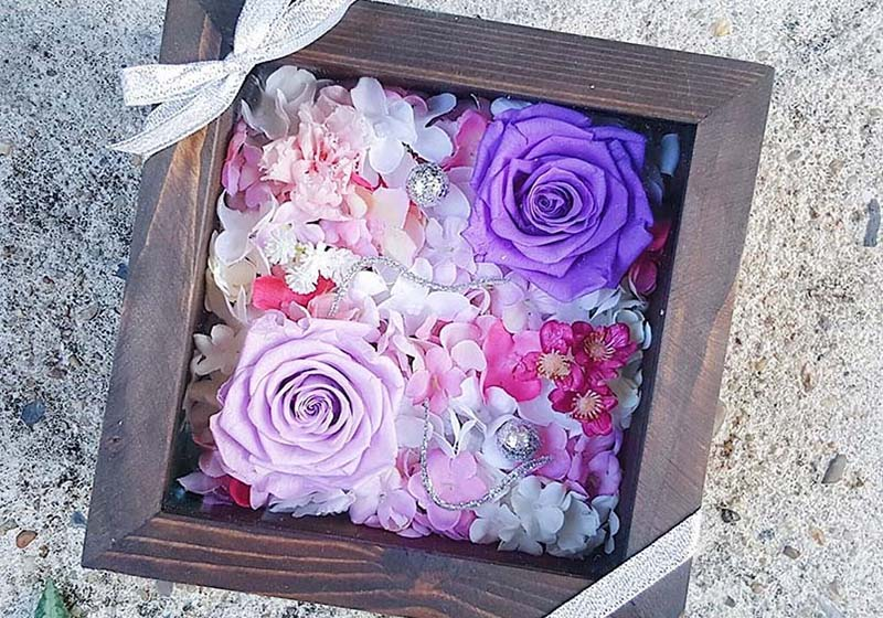 ความหมายดอกกุหลาบสีม่วง หมายถึง รักแรกพบ